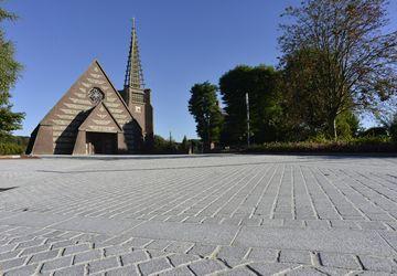 Parvis Eglise Fontaine-une1
